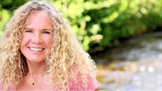 La autoridad ambiental aprobó a la empresa de Christy Walton, viuda de uno de los hijos Sam Walton fundador de Wal-Mart, para continuar con la primera fase de un proyecto ubicado cerca de una concesión minera y usará agua de Los Planes.